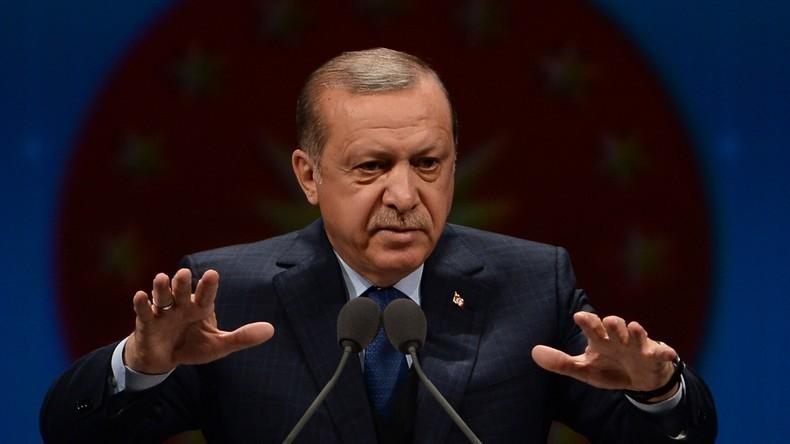 LIVE: Präsident Erdogan hält Pressekonferenz nach Sieg bei Verfassungsreferendum