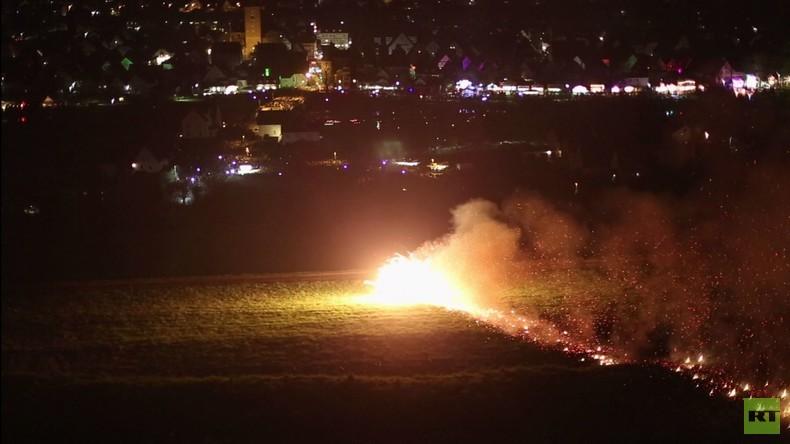 Deutschland: Feuerräder von Lügde am Ostersonntag