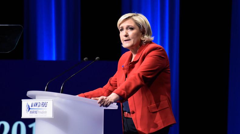 Femen-Aktivistinnen wollten Marine Le Pen mit Oben-ohne-Protest provozieren
