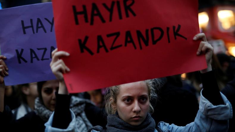 """Proteste auf Istanbuls Straßen gegen die Verfassungsänderung: """"Nein, wir haben gewonnen"""""""