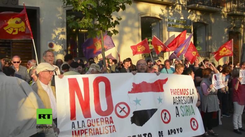 Protest vor US-Botschaft in Madrid nach US-Angriff auf syrische Luftwaffenbasis.