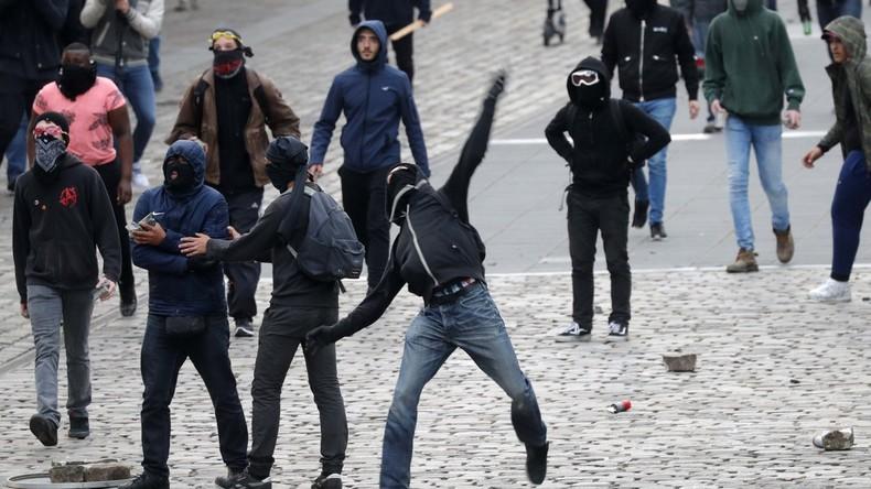 Frankreich: Steine und Femen gegen Marine Le Pen