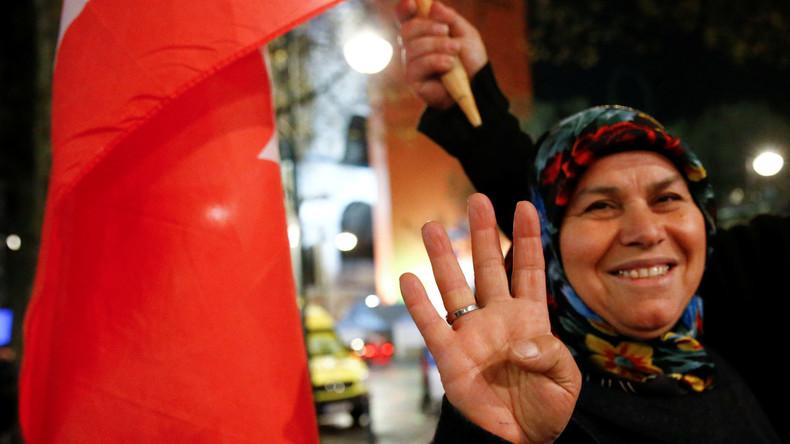 Opposition geht gestärkt aus Referendum in Türkei hervor - Wie konnte Erdogan gewinnen?