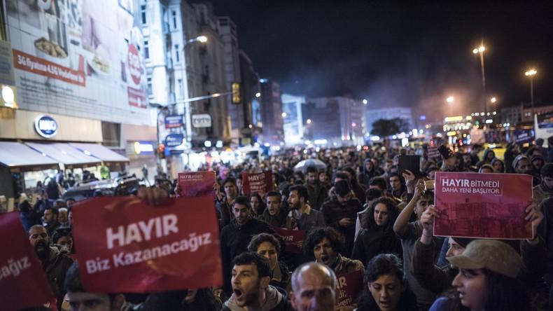 Türkische Großstädte protestieren gegen Sieg des Verfassungsreferendums
