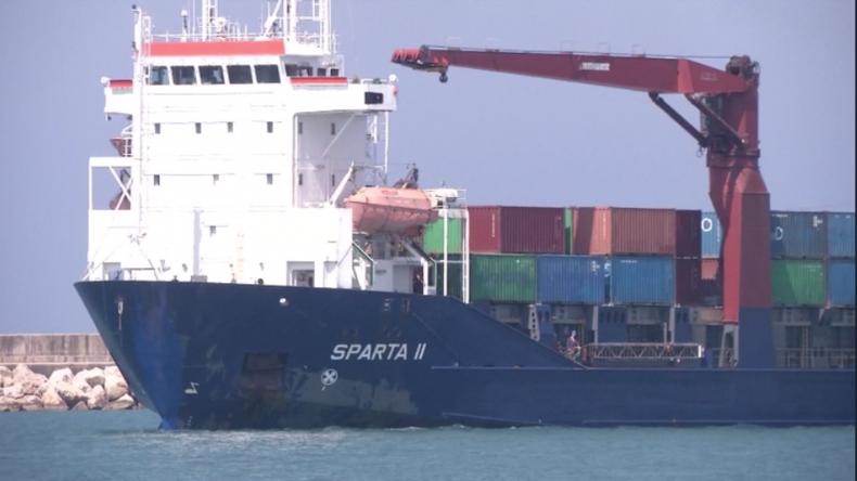 Einer von zwei russischen Frachtern mit humanitärer Hilfe für Syrien.