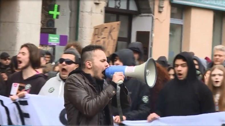 Live: Proteste in Paris einen Tag vor der ersten Runde der französischen Präsidentschaftswahlen