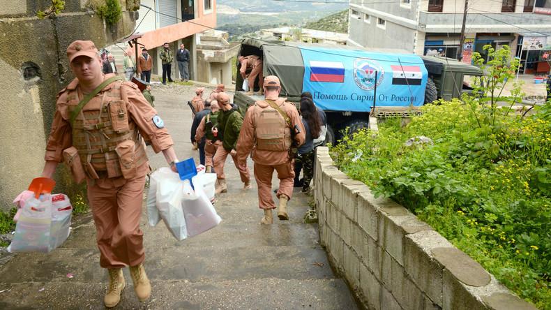 Russische Militärs verteilen humanitäre Hilfe und Medikamente in Syrien