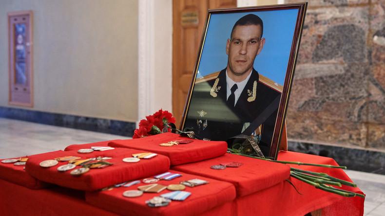 Sewastopol gibt in Syrien gefallenem Marineinfanteristen letztes Geleit