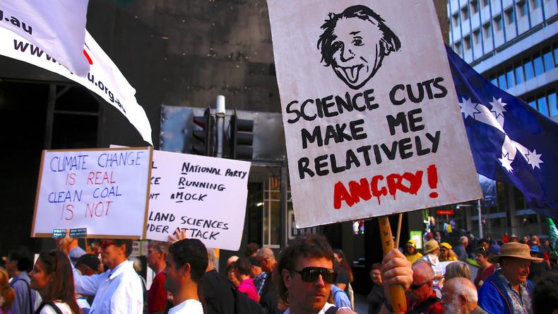 Wissenschaftler demonstrieren weltweit für Forschungsfreiheit