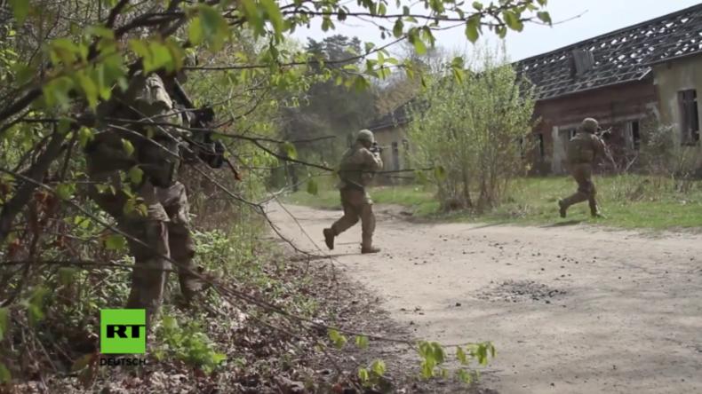 """Militär-Übung: US-Soldaten unter """"feidlichem Feuer"""" in der Ukraine."""