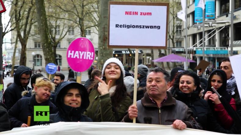 Protest in Hamburg gegen Erdogan und Präsidialsystem in der Türkei.