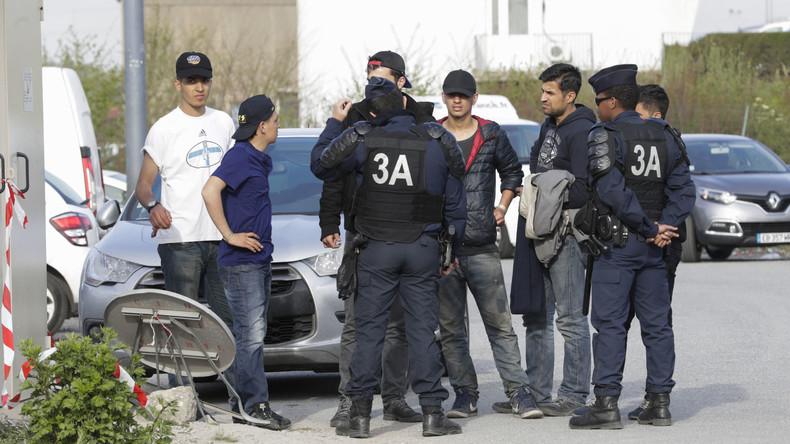 Massenschlägerei unter Flüchtlingen in Calais – Polizei setzt Tränengas ein