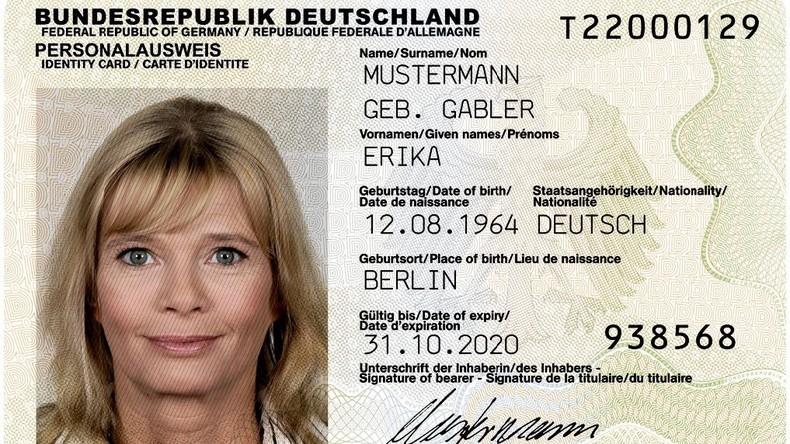 Der Spitzel in der Brieftasche: Deutsche Geheimdienste greifen nach Personalausweisdaten