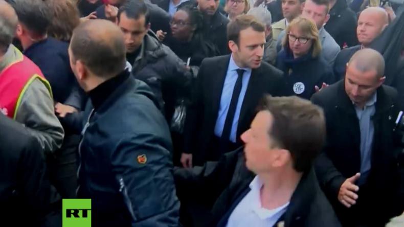 Präsidentschaftskandidat Macron von wütender Protestmenge in Heimatstadt empfangen.
