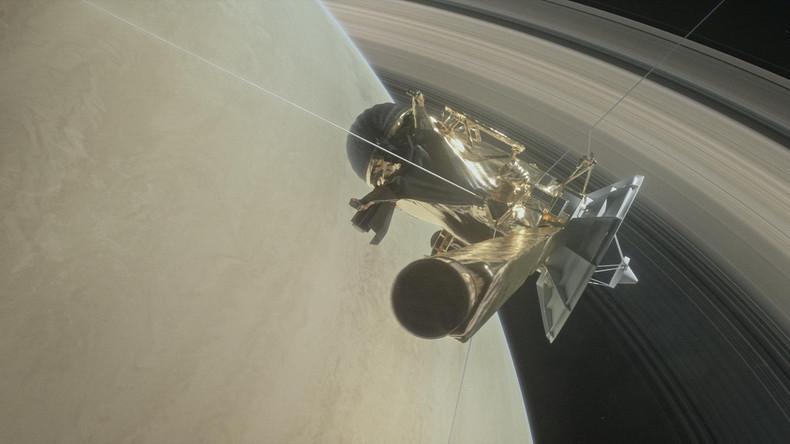 Raumsonde Cassini schlüpft zwischen Saturn und seine Ringe