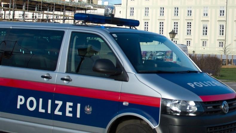 Mindestens 15 Menschen bei Busunfall in Österreich verletzt