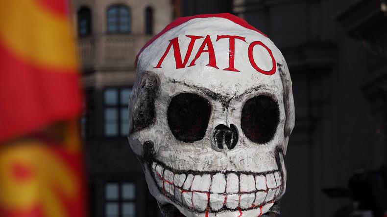 """Live: """"Blei- und Uran-verpestet"""" - Aktivisten marschieren gegen NATO-Basis auf Sardinien"""