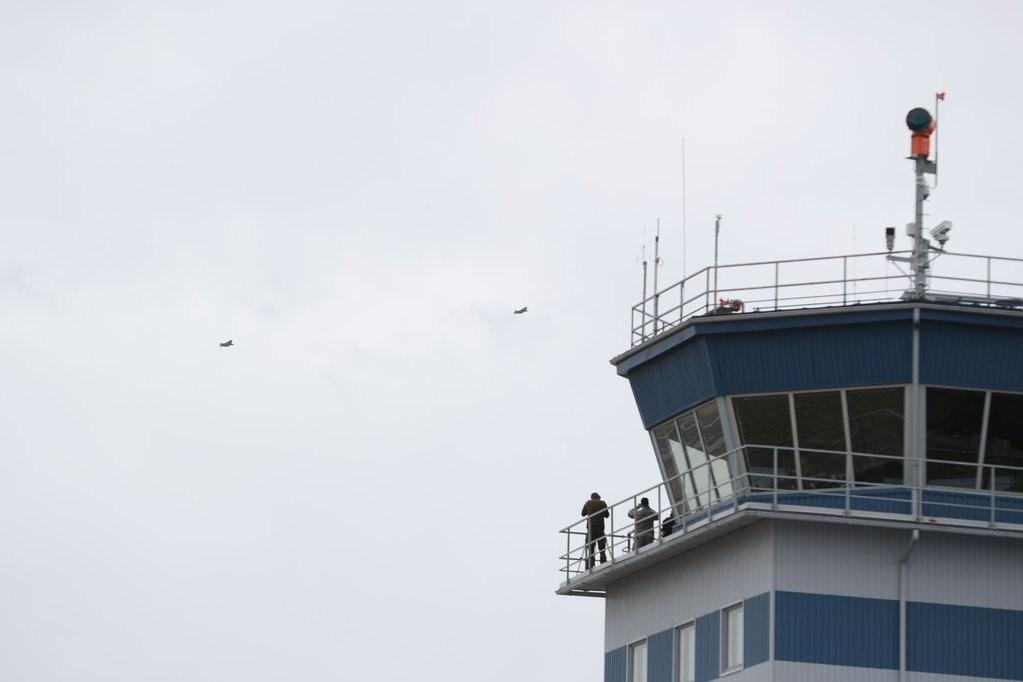 Trumps Säbelrasseln: USA verlegen ihre modernsten Kampfflugzeuge an russische Grenze
