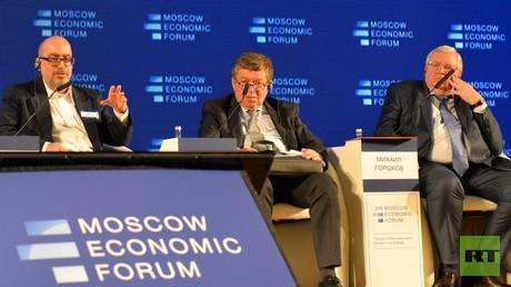 Jeffrey Sommer (links) und Russland Grinberg auf dem Moskauer Wirtschaftsforum.