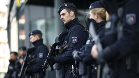 Martialisch ausgerüstet, mit noch stärkeren Überwachungskapazitäten ausgestattet und sichtlich militarisiert: Das ist das Gesicht der aufgerüsteten Polizei der Zukunft.