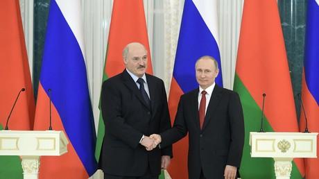Konnten auf einen gemeinsamen Nenner kommen: Wladimir Putin und Aleksandr Lukaschenko bei ihren Gesprächen in St. Petersburg.