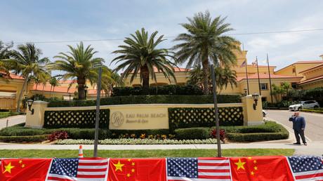 US- und China-Flaggen in Vorbereitung des Treffens von Trump und Xi Jinping in Florida; USA, 5. April 2017.