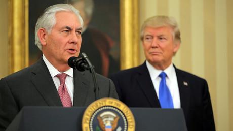 US-Präsident Donald Trump (r) und US-Außenminister Rex Tillerson.
