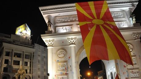 Der mazedonische Präsident Gjorge Ivanov befürchtet im Fall einer Regierungsbeteiligung der albanischen Parteien, dass diese die Einheit des Landes unterminmieren könnte. Der EU käme das zupass, wäre das Land doch auf diese Weise leichter steuerbar.