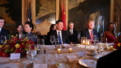 Chinas Präsident Xi Jinping und US-Präsident Donald Trump bei einem gemeinsamen Abendessen mit den First Ladies Melania Trump und Peng Liyuan; USA, Florida, Mar-a-Lago 6. April 2017