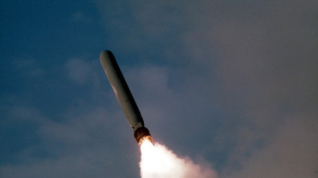Etwa 60 Tomahawk-Raketen soll das US-Militär auf den syrischen Stützpunkt abgeschossen haben. Linke-Politikerin Sevim Dagdelen befürchtet nun einen Weltkrieg.
