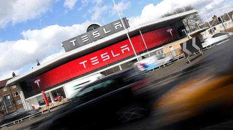 Teslas Aktienkurs rückt zu General Motors auf