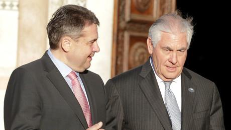 Bundesaußenminister Sigmar Gabriel mit Rex Tillerson auf dem G7-Außenminister-Treffen.