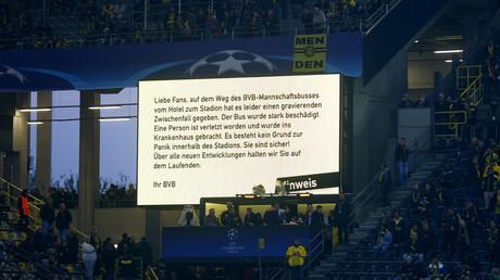 Anzeigetafel im Stadion des Signal Iduna Parks, nachdem drei Sprengsätze nahe des Mannschaftsbusses der BVB explodierten; Deutschland, Dortmund, 11.April 2017.