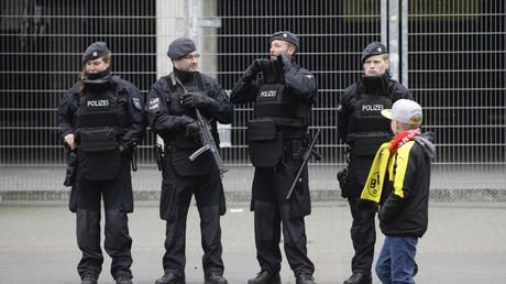 Das gestern abgesagte Champions-League-Spiel Dortmund gegen Monaco soll heute Abend unter erhöhten Sicherheitsvorkehrungen stattfinden.