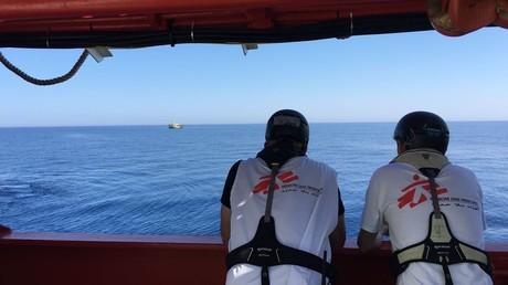 Hilfsorganisationen retten Hunderte Flüchtlinge aus dem Mittelmeer