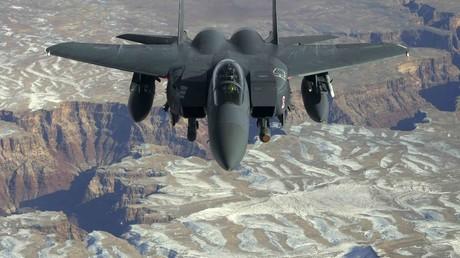 Ein F-15 Kampfflugzeug über dem Grand Canyon in der Nähe der Nellis Air Force Base in Nevada, Februar 2008.