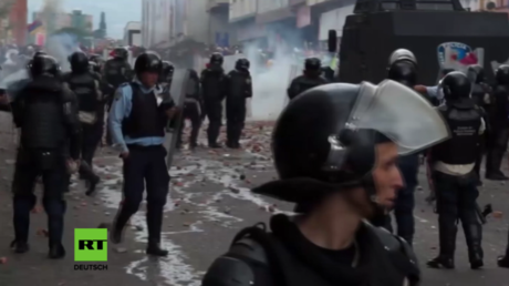 Proteste gegen Regierung in Venezuela arten in Gewalt aus.