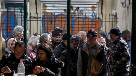 Armenspeisung einer orthodoxen Kirche in Athen, Griechenland, 15. Februar 2017.