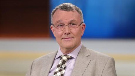Michael Lüders zu Gast bei Anne Will: Zusammen mit Jan van Aken widerspricht er der westlichen Propaganda zu Syrien, jetzt wird er selbst zum Ziel von Propaganda-Maßnahmen; Berlin 9. April 2017.