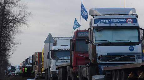 Streikende LKW-Fahrer in Sankt Petersburg, April 2017