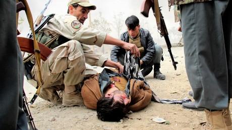 Ein verletzter Polizist nach einer Attacke in der Provinz Kunduz, 27. Oktober 2014.
