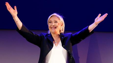 Marine Le Pen hat es in die Stichwahl geschafft. Doch laut den Demoskopen erwartet sie dort eine hohe Niederlage.