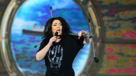 Sängerin Lolita Miljawskaja singt zum Abschluss des Festivals