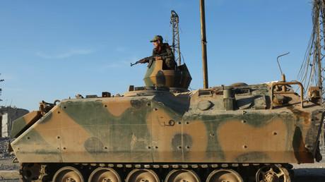 Im Februar nahmen Kämpfer der so genannten Freien Syrischen Armee zusammen mit der türkischen Armee die IS-Stadt Al-Bab ein.