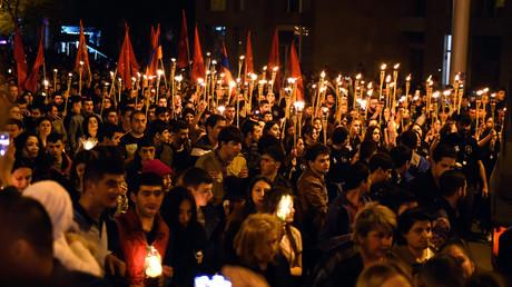 Zehntausende nahmen an den Gedenkveranstaltungen zu den Ereignissen der Jahre 1915 und 1916 in der armenischen Hauptstadt Jerewan teil. Weite Teile der internationalen Gemeinschaft stufen die damaligen Massaker an Armeniern im Osmanischen Reich als Genozid ein.