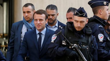 Emmanuel Macron (Zweiter von links), Gründer der Bewegung