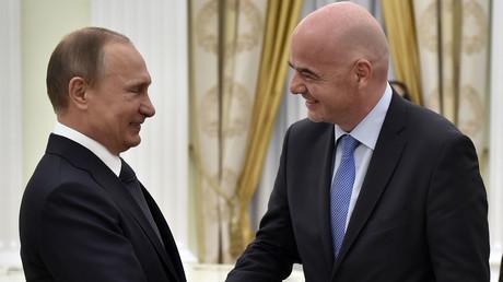 Der russische Präsident Wladimir Putin (l.) und FIFA-Präsident Gianni Infantino im Kreml.