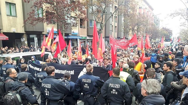 Live-Schaltung von der nicht genehmigten Kundgebung am 1. Mai in Berlin-Kreuzberg