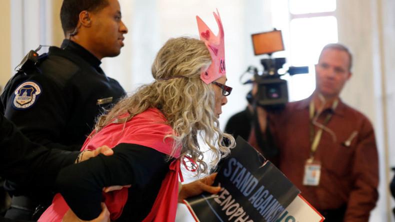 Land of the Free: Ein Jahr Knast für Lachen während Vereidigung des US-Justizministers