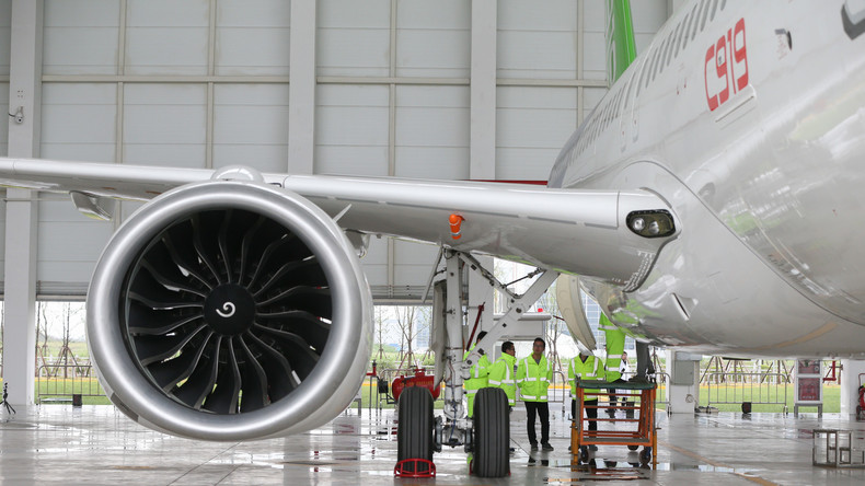 Chinas selbst entwickelter Passagierjet absolviert seinen ersten Flug